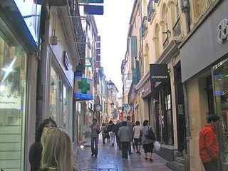 Narbonne street scene - La Cite