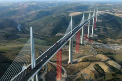 Millau_bridge_2