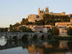 Beziers_bridge_and_chateau_jpeg